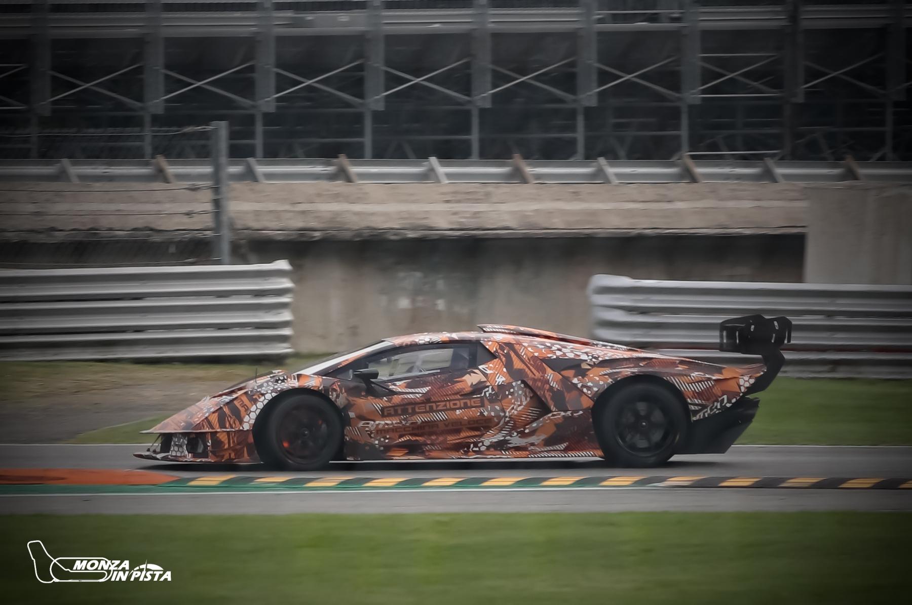 Test Lamborghini SCV12